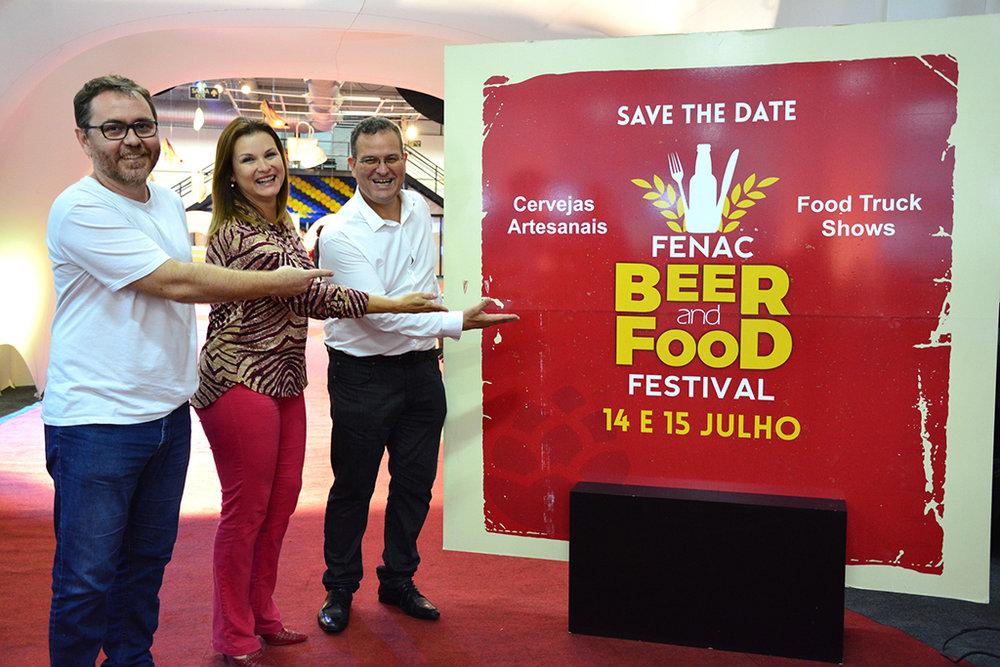 Anúncio do festival de inverno foi feito pela prefeita Fátima Daudt entre o secretário de Cultura, Ralfe Cardoso, o diretor-presidente da Fenac, Márcio Jung (Foto: Divulgação)