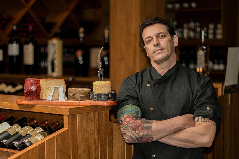 Daniel Martins, sommelier de cervejas, mestre em estilos e chef de cozinha, à frente da Queijo com Prosa (Foto: Divulgação)