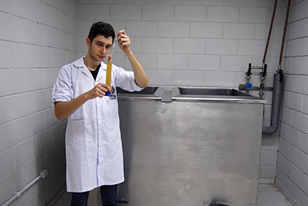 Equipamento é utilizado nas aulas da Escola Superior de Cerveja e Malte, em Blumenau (Foto: Divulgação)