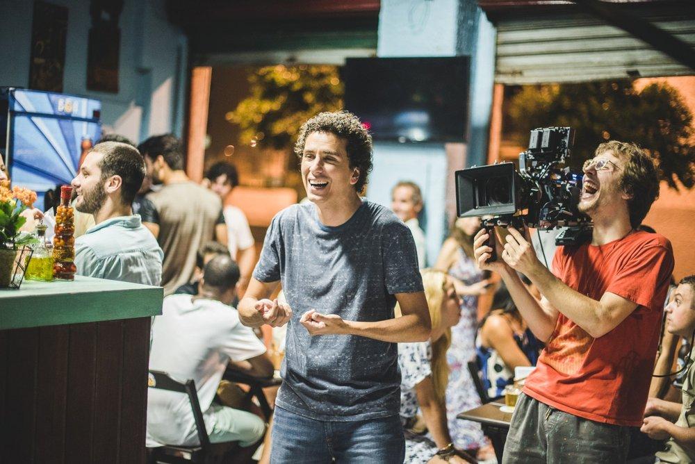 O ator Rafael Portugal e o diretor Quico Meirelles durante as filmagens (Foto: Divulgação)