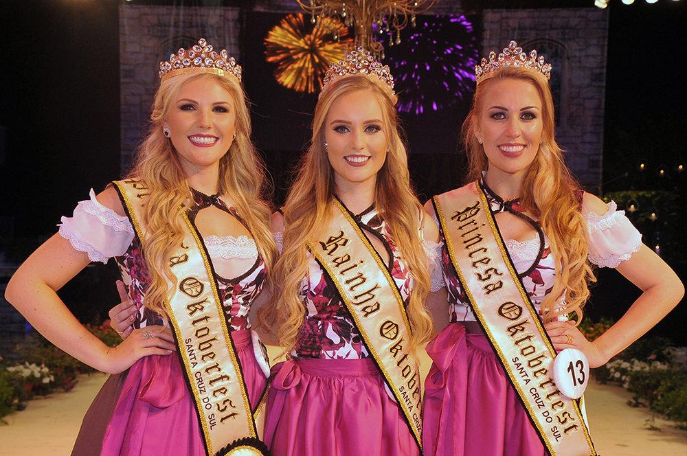 A rainha Milena Maiara Rachor, entre as princesas Mylena Gehrke e Thartieri Assmann (Foto: Divulgação)