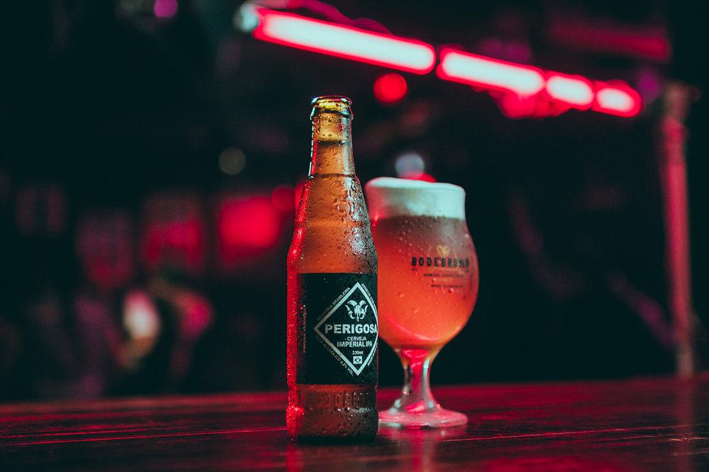 Perigosa Imperial IPA é uma das atrações da cervejaria curitibana (Foto: Divulgação)