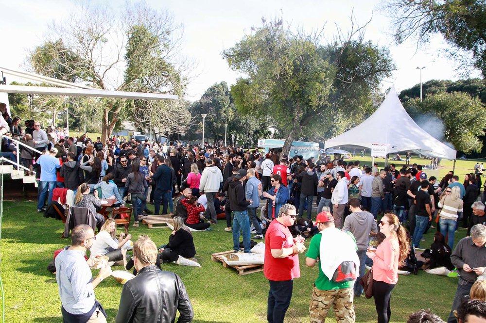 O evento tem como atrações mais de 80 opções de cervejas artesanais, com destaque para as criações da própria marca curitibana (Foto:Daniela Carvalho/Divulgação)