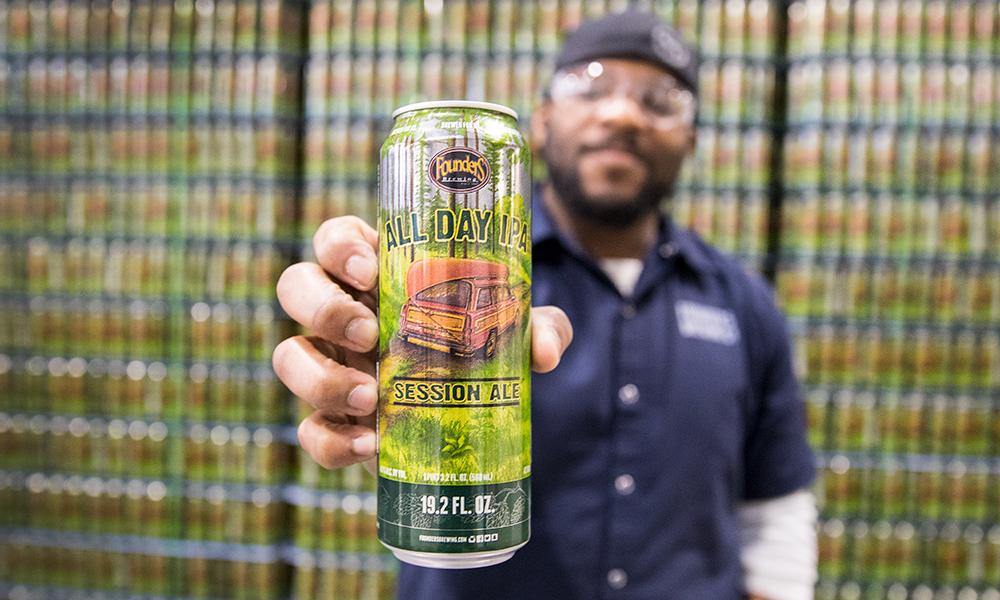 Latão da All Day IPA é o destaque da nova leva da marca de cerveja norte-americana (Foto: Divulgação)