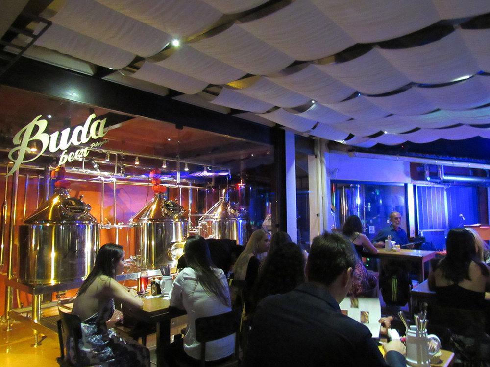 Buda Beer, em Petrópolis, tem cardápio especial e sorteio no almoço de domingo (Foto: Divulgação)