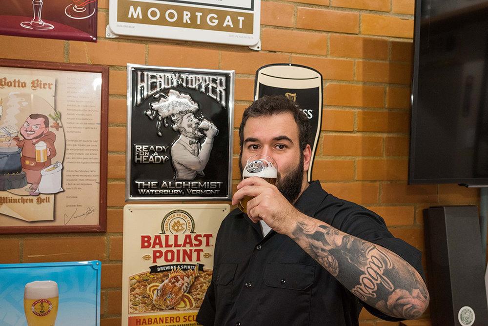 Gustavo Renha compartilha o seu conhecimento sobre cerveja em diferentes frentes, desde cursos a um programa no rádio (Foto: Bruno Rodrigues/Divulgação)