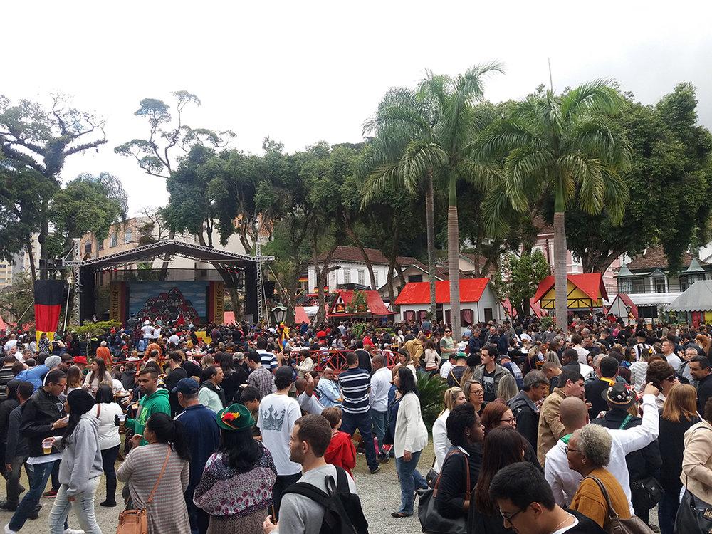 Bauernfest- primeiro fim de semana atrai mais de 150 mil pessoas 1.jpg
