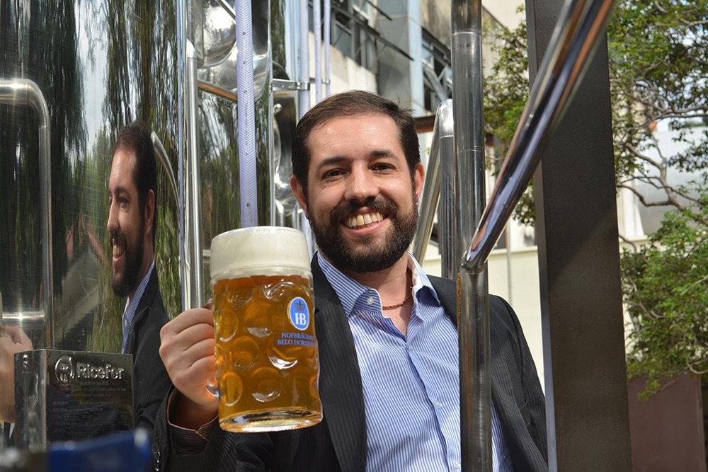 Curso é coordenado pelo mestre-cervejeiro Carlos Henrique Faria de Vasconcelos (Foto: Divulgação)