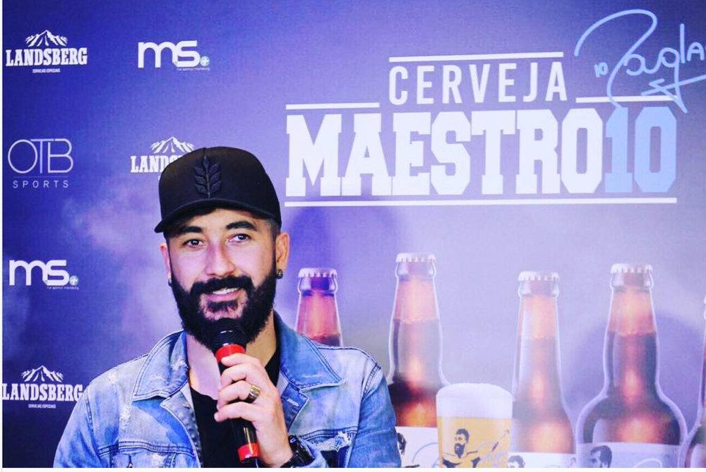 Douglas no lançamento da linha de cervejas com a sua marca (Foto: Divulgação)