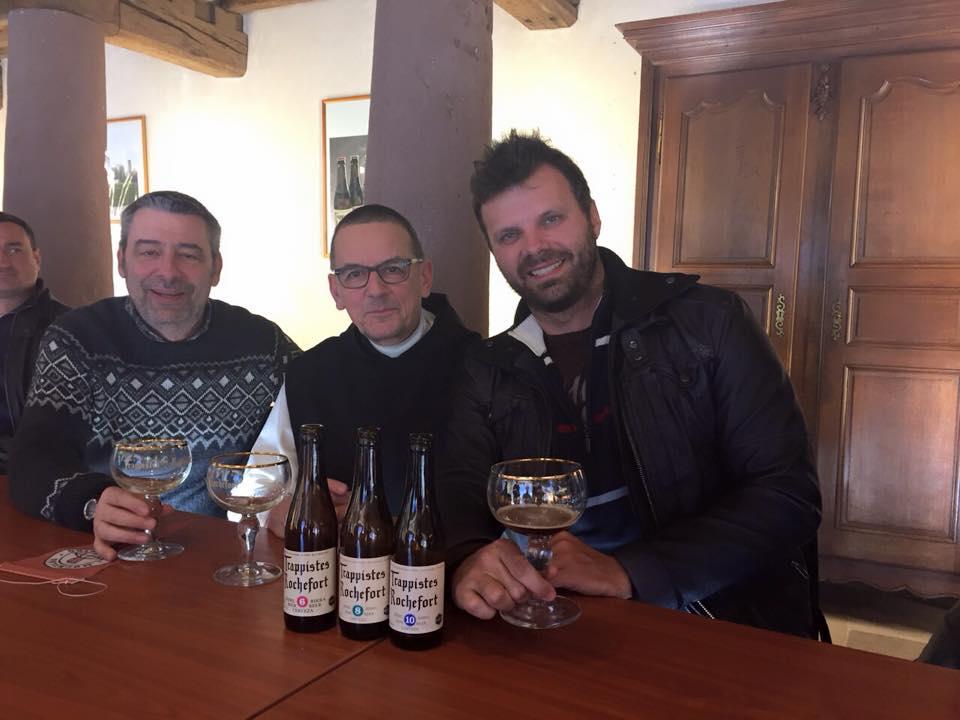 Kuaska, o abade Prior, da Rochefort, e Douglas Merlo (Foto: Divulgação)