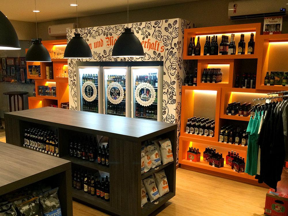 Unidade oferece mais de uma centena de opções de cervejas artesanais e especiais, além de outros produtos (Foto: Divulgação)