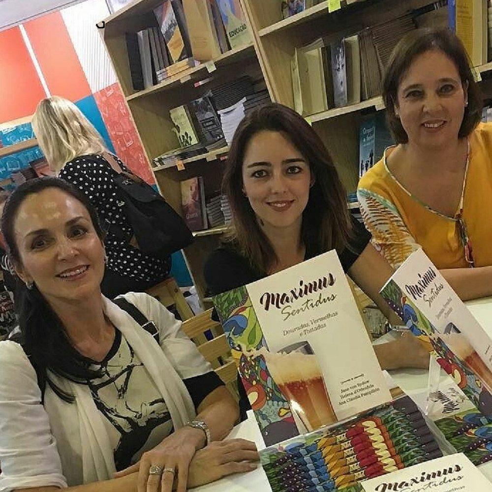 As autoras na sessão de autógrafos (Foto: Divulgação)