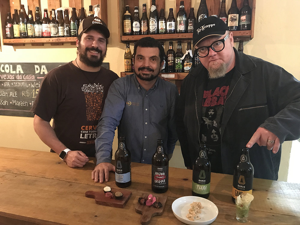 Bento Ferreira, da Agência Alvo, Marcelo Scavone, da Escola da Cerveja, e Sady Homrich, baterista da banda Nenhum de Nós e especialista em cerveja (Foto: Divulgação)