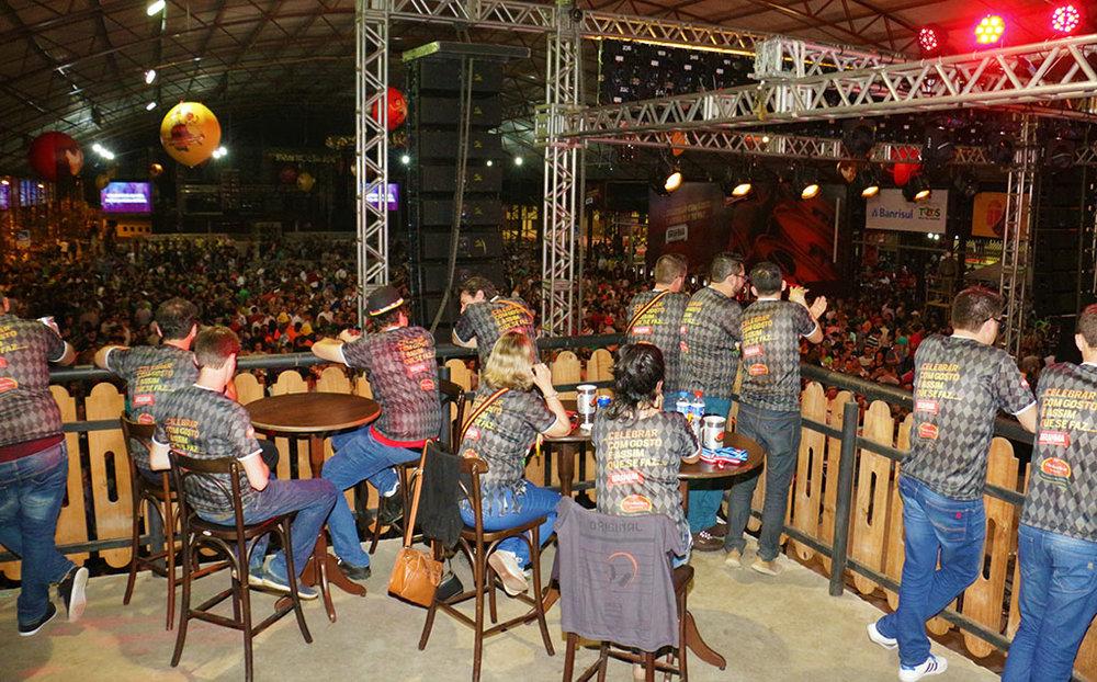 Área com 235 metros quadrados, no pavilhão de shows, oferece seis tipos de chope e cardápio especial (Fotos: Divulgação)