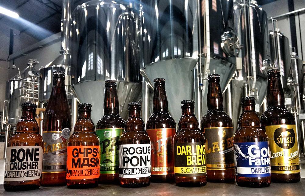 Sunset Brew produz uma linha própria e cervejas em parceria com a parceria internacional com a cervejaria sul-africana Darling Brew(Foto: Divulgação)