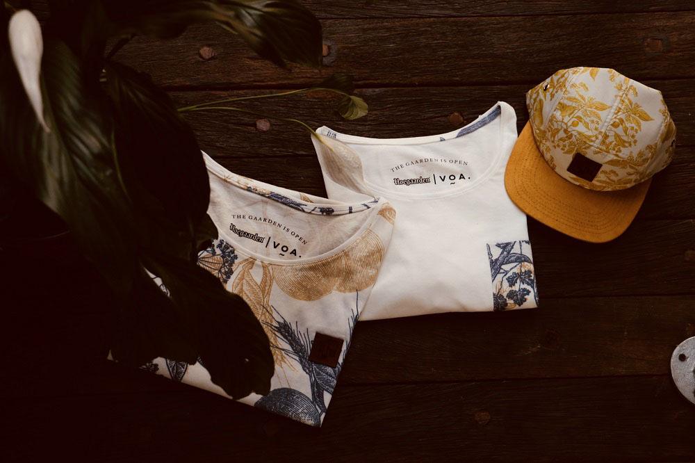 A linha é composta por modelos de camisetas e camisas em modelagem unissex além de acessórios como bolsa com alça de couro vegetal, toalhas e bonés (Foto: Divulgação)
