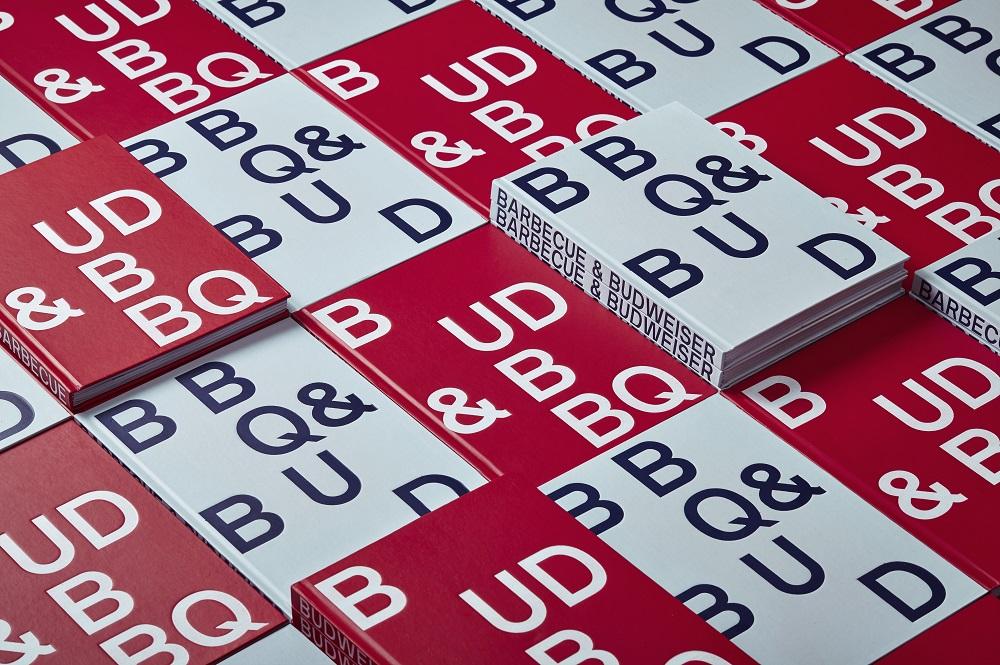 O design dos livros foi elaborado para mostrar que cerveja e churrasco estão conectados, com páginas sincronizadas e que se complementam visualmente (Foto: Divulgação)