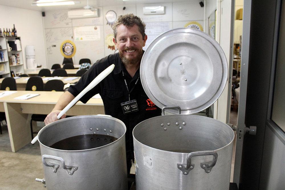 Edygil Pupo, da cervejaria DeBora, conduz a aulas, na noite de sexta e durante o dia de sábado (Foto: Divulgação)