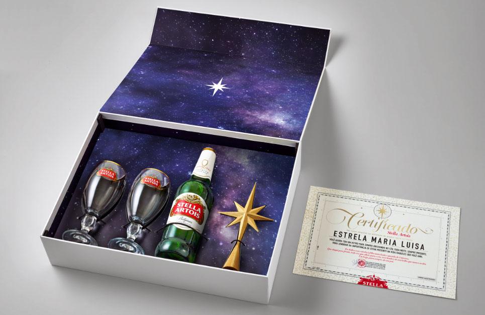 Kit inclui dois cálices, uma garrafa de 550ml e uma estrela para enfeite de árvore de Natal (Foto: Divulgação)
