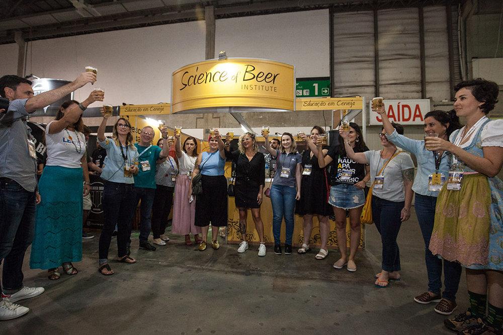 Tme é formado por especialistas em cerveja com diferentes formações e focos de atuação (Foto: Divulgação)