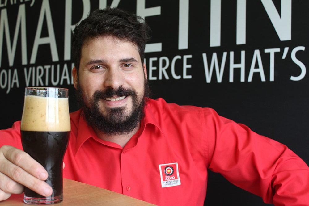 Bento Ferreira é sommelier, homebrewer, especialista em design de rótulo e colunista da Beer Art (Foto: Divulgação)