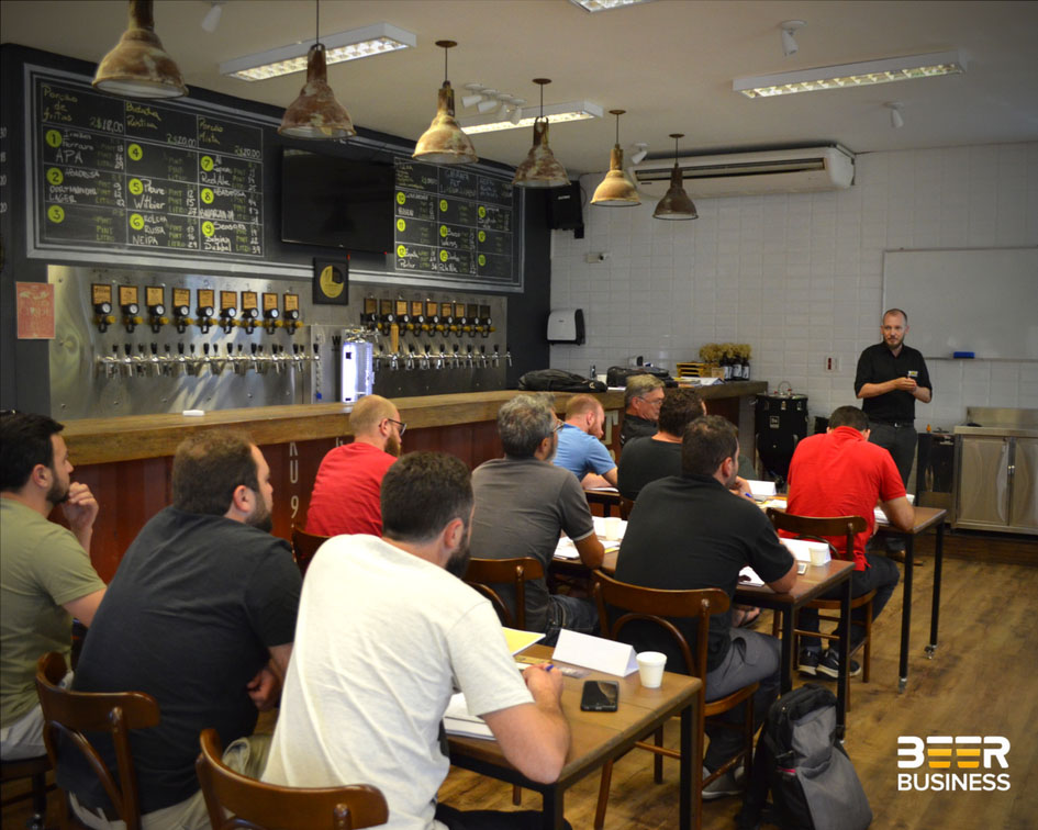 Curso é ministrado por Filipe Bortolini e Edmundo A. Albers, da Beer Business,consultoria técnica e de gestão para o mercado cervejeiro (Foto: Divulgação)