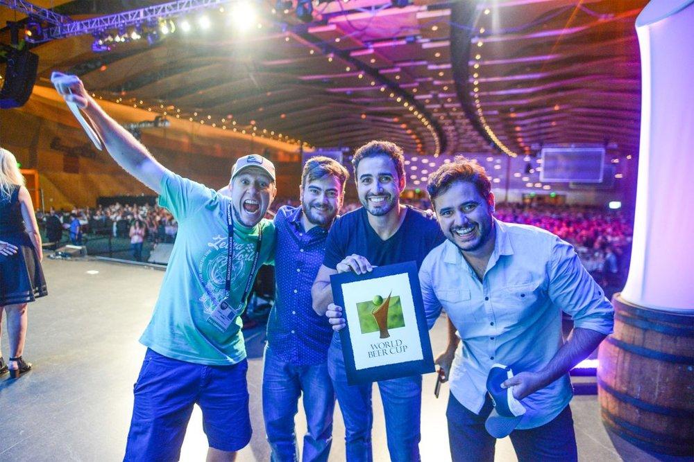 Quatro anos depois, os irmãos Carneiro (à dir.) voltam ao palco da World Beer Cup para comemorar mais um ouro para a Wäls (Foto: Divulgação)