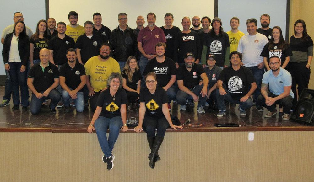 Participantes da reunião em Nova Friburgo posam para a foto oficial do encontro (Foto: Divulgação)