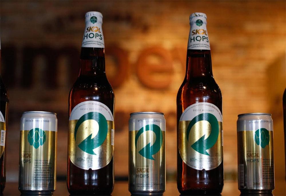 """Cerveja com """"lúpulos aromáticos"""" surpreende por ser lançada dentro do guarda-chuva da Skol (Foto: Rafael Martins/SKOLDivulgação)"""