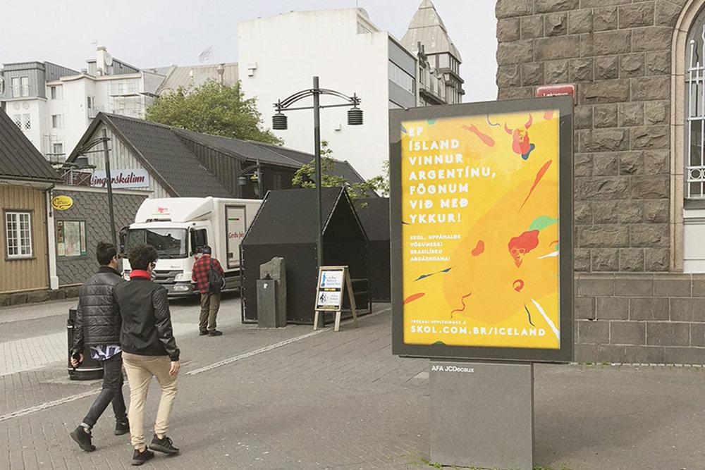 Além de painéis nas ruas islandesas, a ação publicitária é composta por anúncios em jornal e campanha digital (Foto: Divulgação)
