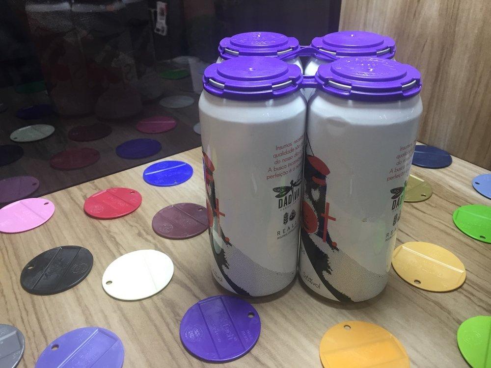 Com o suporte, é fácil carregar e remover as latinhas de cerveja (Foto: Altair Nobre/Beer Art)