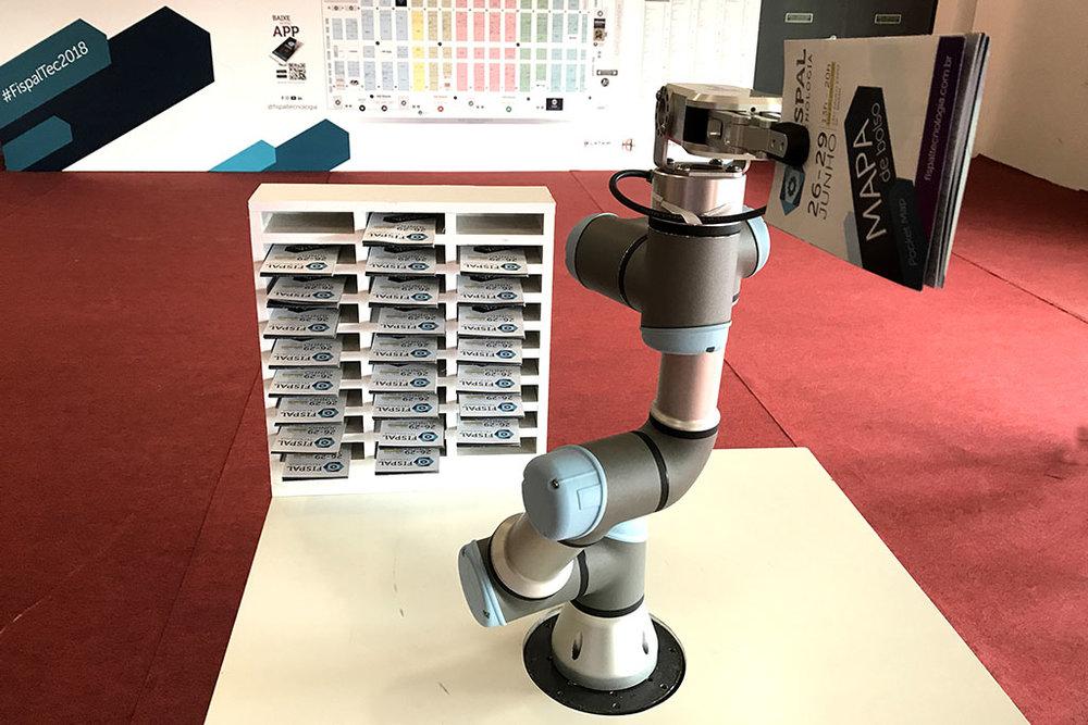 Uma versão de cobot (robô colaborativo) foi montada para a Fispal (Foto: Divulgação)