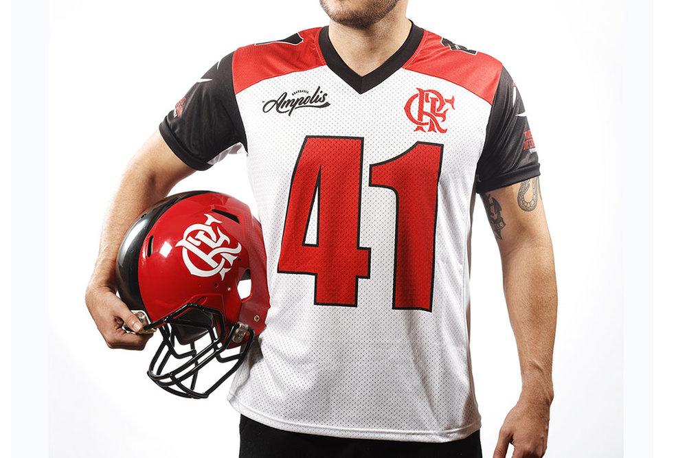 Marca é a principal patrocinadora na camiseta da equipe carioca no Campeonato Brasileiro de Futebol Americano (Foto: Divulgação)