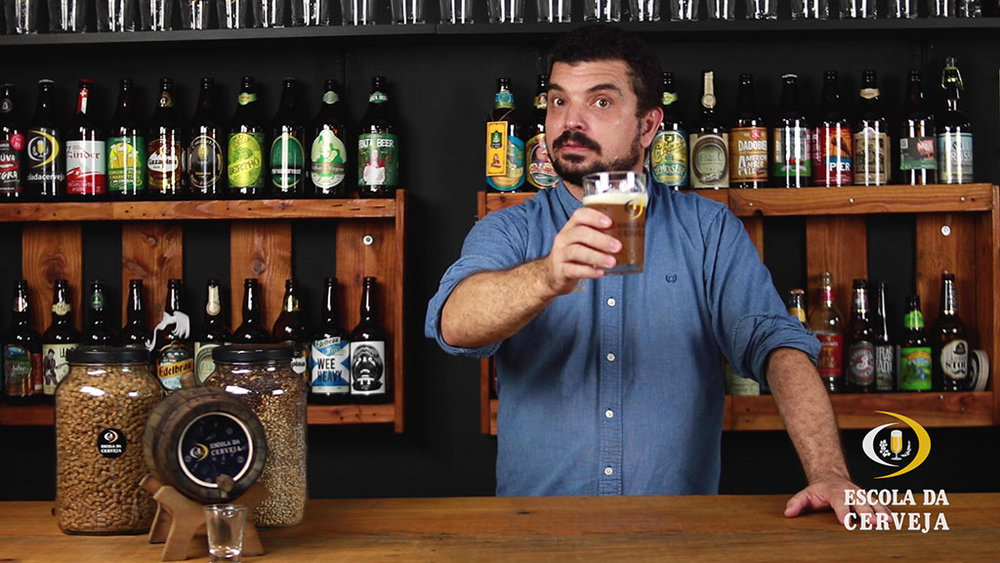 Marcelo Scavone, fundador da Escola da Cerveja, conduz as aulas na plataforma online (Foto: Divulgação)