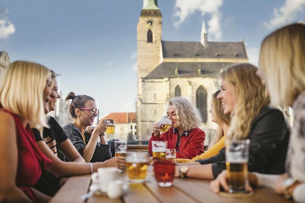 Na República Tcheca há diferentes formas de cultuar o prazer de uma boa cerveja (Foto: Divulgação)