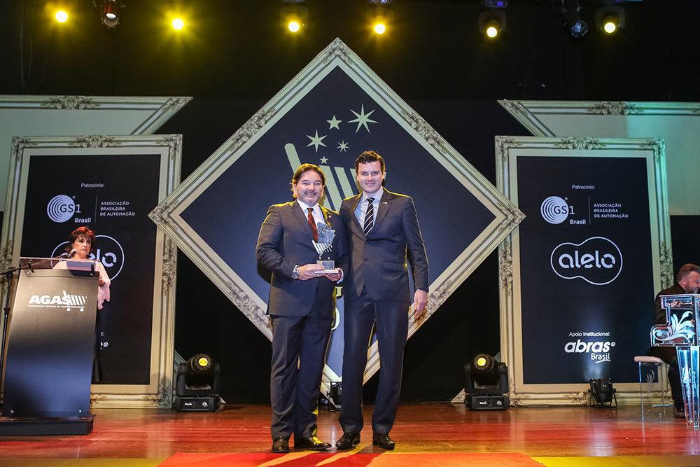 Na premiação em 2017, João Carlos Miranda, diretor comercial, recebendo o troféu (Foto: Cassius Souza e equipe/Divulgação)