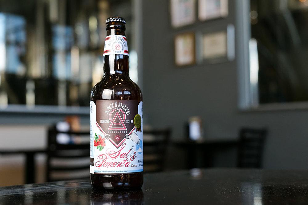 Cervejaria de Blumenau lança em garrafa uma cerveja de um estilo peculiar, com característica salgada (Foto: Daniel Zimmermann/Divulgação)