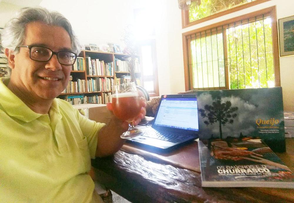 Ricardo Bueno tem 19 obras no currículo e se dedica ao novo projeto por sua editora, a Alma da Palvra (Foto: Divulgação)