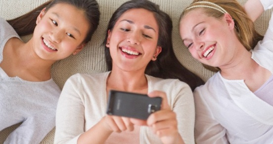 3 girls on cell phone.jpg