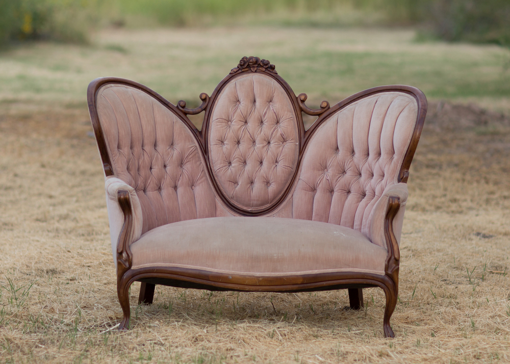 Rose Tufted loveseat