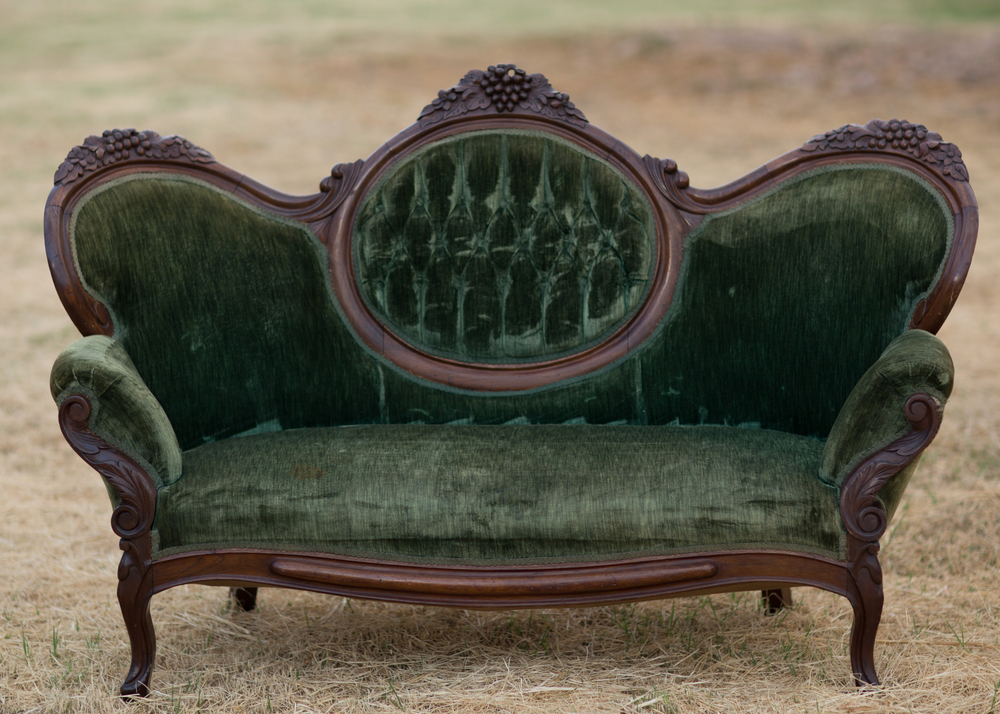 Evelyn Tufted Victorian Loveseat