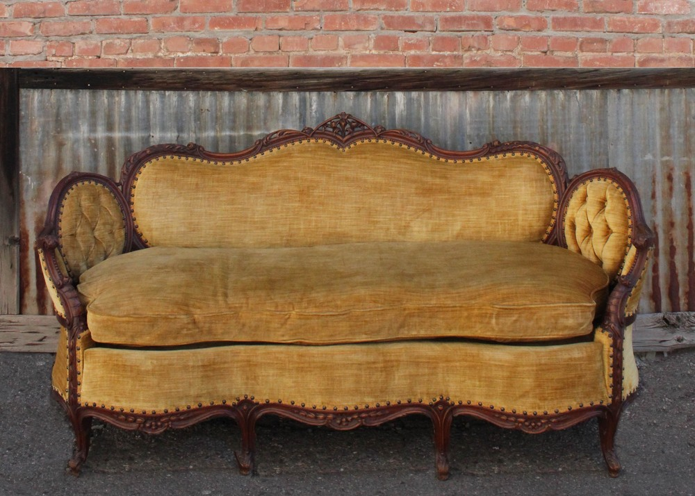 Belle Victorian Couch