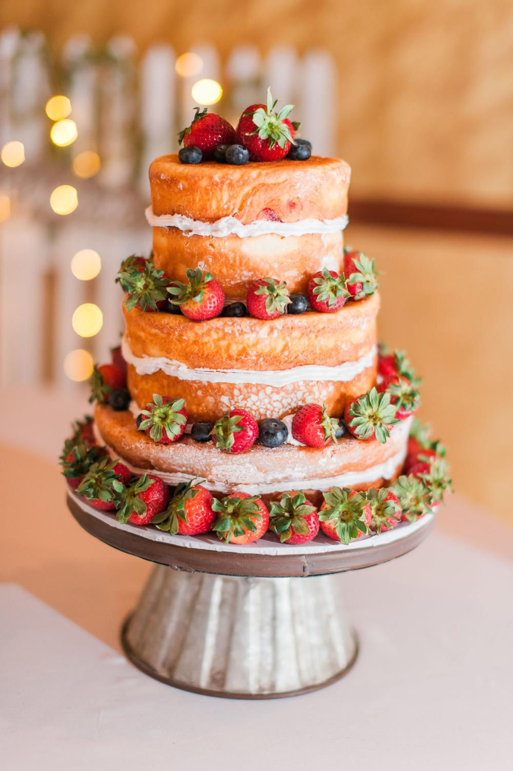 wedding cake by Omaha baker in an Omaha wedding venue