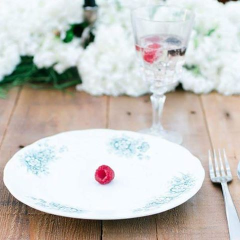 #samanthaweddingtip #weddingtip  When you style your wedding reception table you don't have to spend a lot of money to dress it up. Like some little raspberries... Dress up your plates and drinks! Add a pop of color that fits in your color scheme. Your friends will be  Instagram crazy about little details like this.  #weddingplanning #weddingdecor #weddingdetails #wedding #weddingwednesday #weddinginspiration #stylemepretty #colorado #mountainweddings #denverbride #2017wedding #rockymountains #outdoorwedding