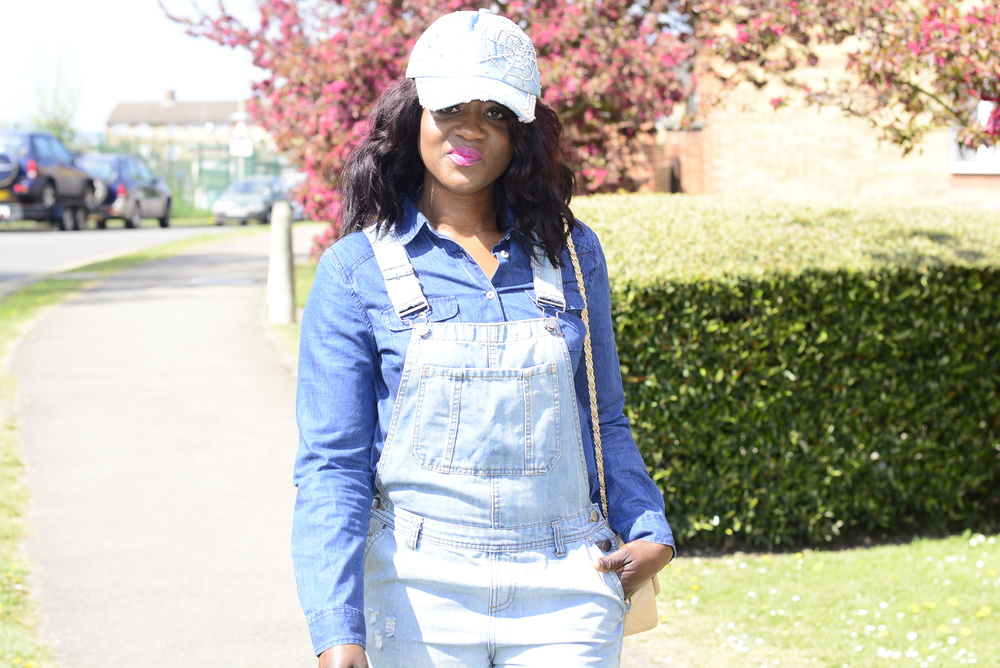 How are my Avid readers doing? I was trying to keep up with myblog as I am so behind due to school work. But you can catch up with meon my INSTAGRAM.I wore this denim to school the other day without the heels which by the way I bought fromZara mid seasonsales,I don't know about you but I do love a nice denim, although it'snot intended to beall through denim look, but it was a cold dayso I had tosince my whole daywas spent atbrick lane doingschoolresearch. Hope you guys Have a fantastic day?...... OUTFIT: Dungrees - H&M(Similar here)/ Denim Shirt- Gap(Last year)(Similar here)/ Purse- Chanel(Similar here)/ Hat- No brand(bought in Spain last year hols)(Similar here)/ Heel- Zara (Here) TWITTER FACEBOOK     INSTAGRAM