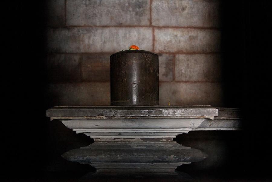 Shivalingam, Khajuraho. © Justine Murphy /  Prasad.fi