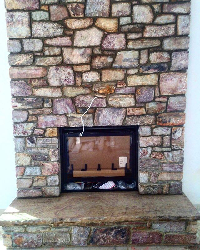 Indoor fireplace by @americanstonels ⚒