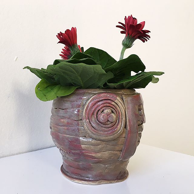 This #cuteandtiny #handmade #planter is one of the many #functionalceramics our #ResidentArtist @misiaviolencia has created since she decided to revisit the medium. She is on a learning/experimental phase and has been drawing inspiration from Pre-Columbian metal work found in the northern region of #SouthAmerica. This way, she intents to learn more about her own heritage while calling attention to the concepts such as #migration and #decolonization. . . Follow @misiaviolencia's journey on #TheMG's IG! . . Become a resident artist and submit your work for ongoing features and exposure. No fee! Detail on TheMG's website (link in bio) . . #instaartist #colombianartist #bosarts #makersgonnamake #makersmovement #artforsale #artforthought #pottery #functionalpottery #craftsposure #madeinboston  #callforentries #callforart #callforartists #etsysmallbusiness #etsyseller #springfever
