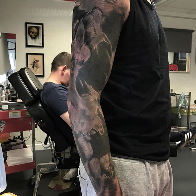 Full skull sleeve by @andysyme_crossroadstattoo sponsored by @barber_dts