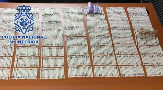 500 euro notes rolled up in cigarette packets